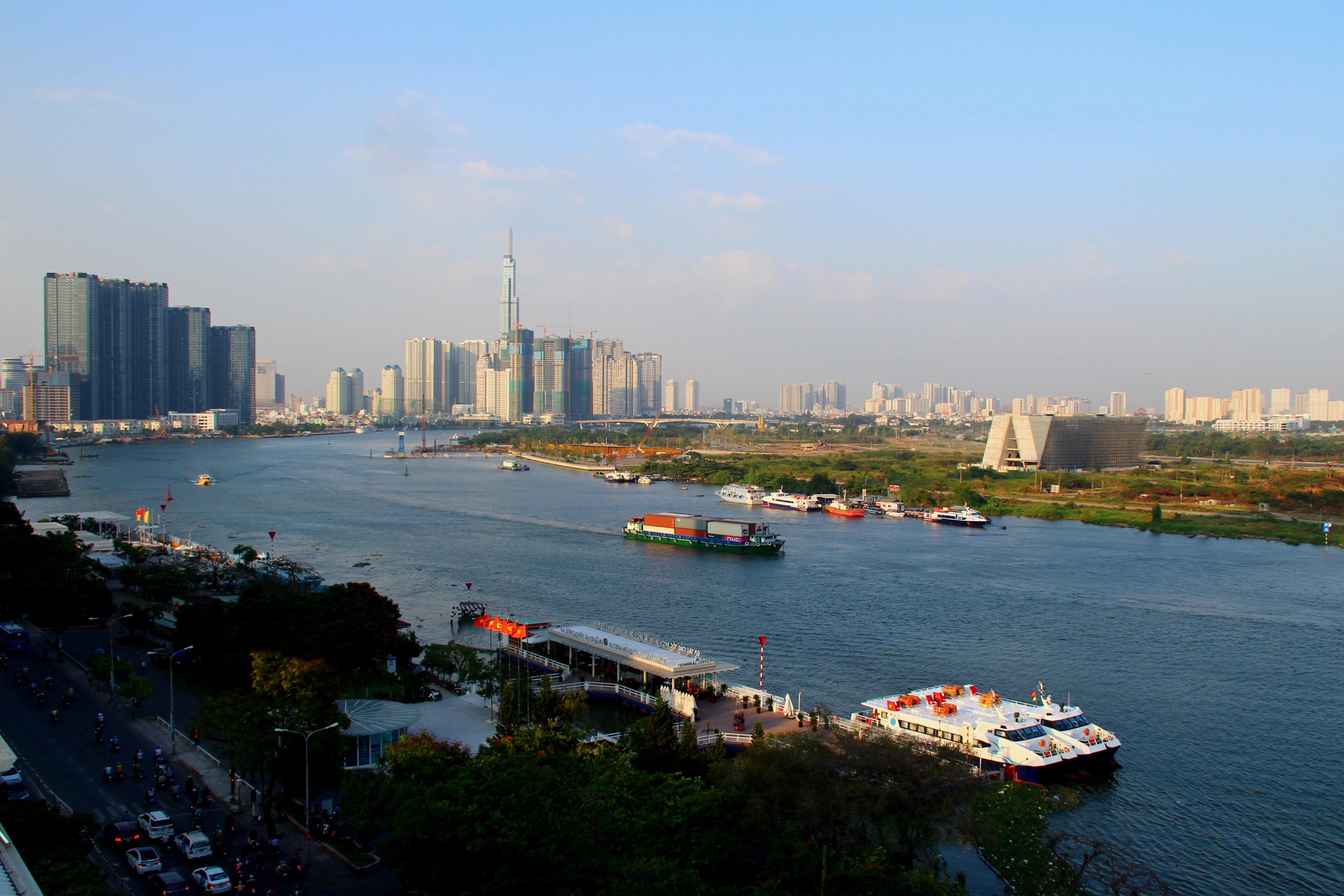 New residential areas are rising along the Saigon River. At the same time, river traffic is being increased and integrated into the Mobility-as-a-Service solution.